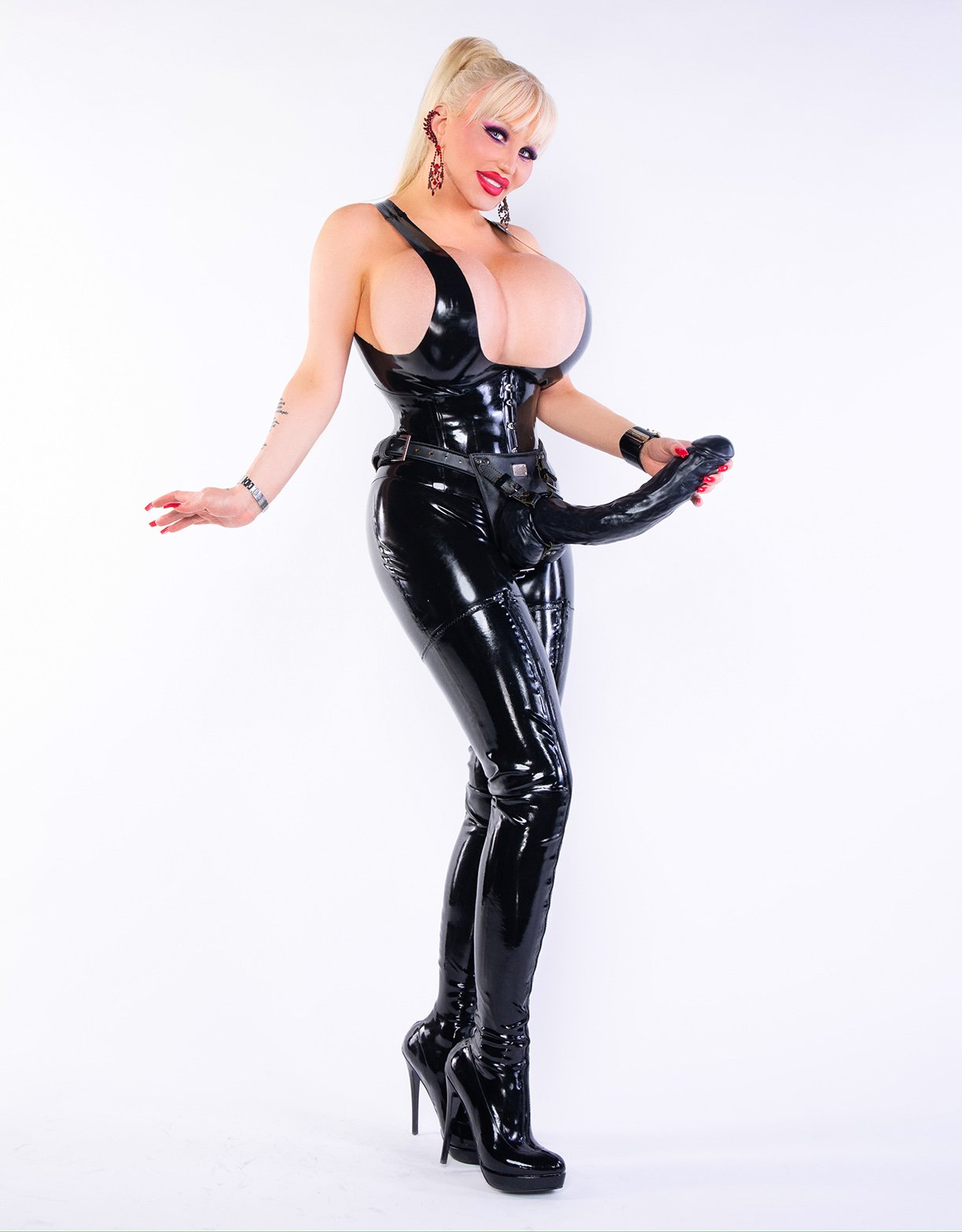 Bizarrlady Ivana Trans Domina in Berlin » Dominacall24